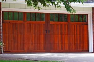 5400-overlay-carriage-house-garage-door_0