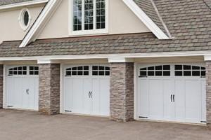 5600-overlay-carriage-house-garage-door