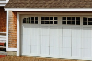 5800-overlay-carriage-house-garage-door